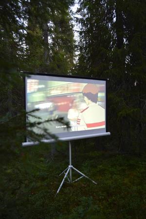 LT:s Malin Palmqvist tänker att konst alltid borde visas i skogsgläntor under bar himmel.