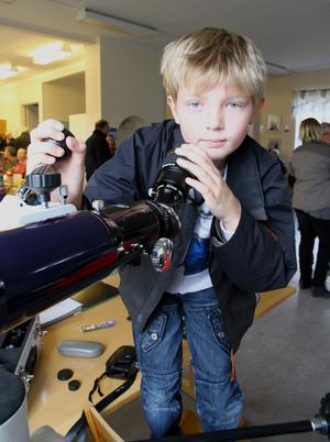 Oliver Mineur från Karlholm tyckte teleskopet var spännande.