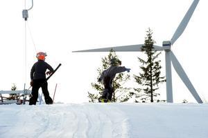 Vindkraft och slalombacke, nu snurrar allt som det ska på Byråsen.