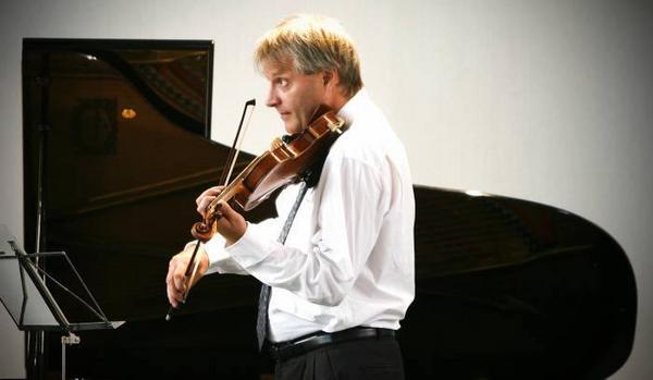 Förebild.  Violinisten Per Enoksson som spelade på invigningskonserten är också lärare i de Master classes som hålls i anslutning till Kammarmusikfestivalen.