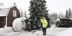 Lastbilen stannade bara en meter från Danne Larssons och Linda Hagas hus.