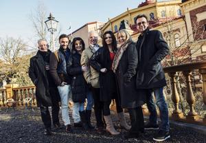 Det nya Spök-gänget. Bengt Palmers, Måns Zelmerlöw, Pernilla Skifs, Loa Falkman, Lena Philipsson, Sussie Eriksson och Björn Skifs.