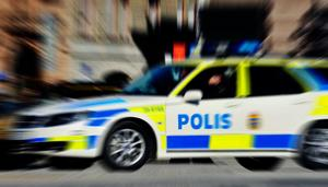 Polisbil under utryckning. Arkivbild.