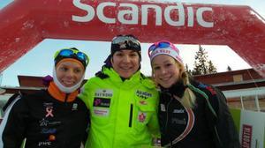 Palltrion i damernas seniorklass, med Daria Gaiazova, Kanada i mitten. Hon flankeras av Lina Korsgren och Jennie Öberg.