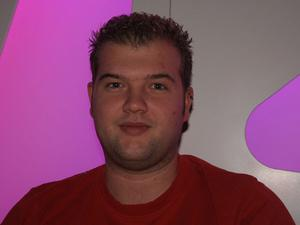 Jens Friche, 24 år, Tyskland, arbetar.Hur ska du fira jul?– Den ska jag fira med familjen.Har du köpt någon julklapp ännu?– Nej, det är för tidigt för det.
