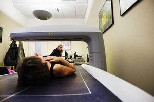 Varje år remitteras ungefär 400 patienter från Jämtlands läns landsting till Vintersportcentrum för undersökningar av bentäthet och kroppssammansättning.