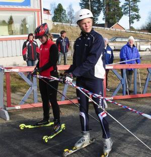 Frida Hallqvist  och Anton Svensson, båda ÅIK-are och skidgymnasieelever i Svenstavik klippte bandet då Åsarnas rullskidbana invigdes.
