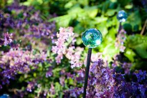 """""""The Secret Garden"""" är fylld med glittrande detaljer i glas, för att solen ska leka i dem och ge liv."""