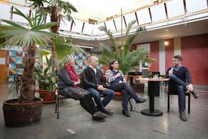 Mimi Finnstedt, Tahar Khalfallah, Esabelle Dingizian och Anders Wallner pratade om invandring, integration och främlingsfientlighet i Östersund i går kväll. Foto: Denny Calvo