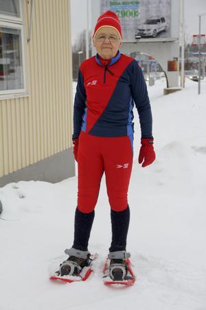 Sju kilometer, uppför en slalombacke, på snöskog? Inga problem för 75-åriga Inger Askfjärden.