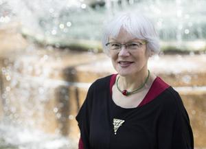 Britta Marakatt-Labba menar att den samiska mytologin är politisk till sin natur, i alla fall enligt hennes sätt att se det.   Foto: Maja Suslin/TT