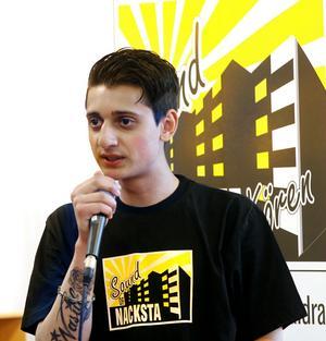 Ung Nackstabo som vill förändra. Denis Stojanović vill skapa förståelse och sprida kunskap om den romska kulturen genom en teaterföreställning.