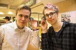 Små högtalare från Kina sålde som smör i fredags. Bakom företaget står Simon Persson och Ryan Summerscales.
