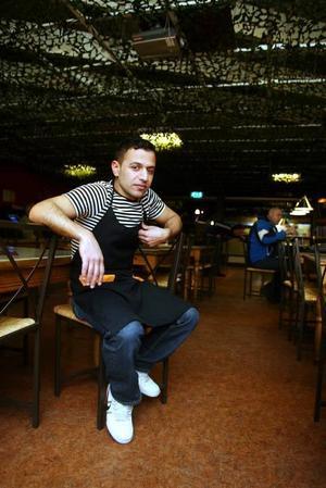 UPPSAGD. Memo Ayid, som har restaurangen Gillestugan, är besviken över att han inte har blivit erbjuden någon annan lokal när han blivit uppsagd. Nu funderar han på att lägga ner all sin verksamhet.Foto: Pernilla Wahlman