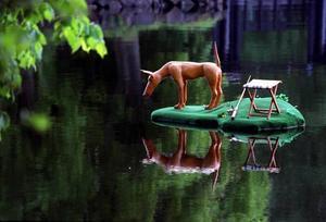Var är konsten? Jonas Kjellgrens hund, placerad framför Labbis, lär få spana länge efter någon konst i Verket i Forsbacka i sommar...