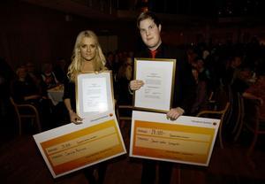 Caroline Åkerlund och Jakob Leffler Ljungkvist fick var sitt stipendium.