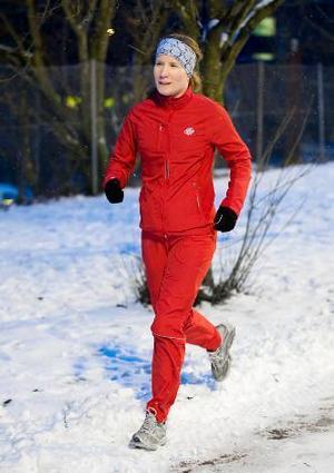Kerstin Bergsten älskar att springa. Eftersom hon har skadat sina knän är joggcross en perfekt träningsform – löpsträckorna blir inte så långa.