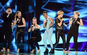 Finlands Sandhja framför bidraget Sing It Away.