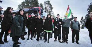 Ett 50-tal kurder från Hudiksvall åkte tidigt på söndag morgon till Stockholm för att delta i det irakiska parlamentsvalet. Kurdiska föreningen hade arrangerat resan.