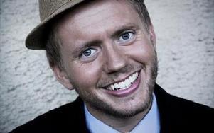 Enviks-sonen Isak Jansson startade Norrare Comedy Club i Falun och är en Dalaentreprenör med förkärlek till filosofi och
