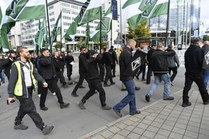 Nazistiska Nordiska motståndsrörelsen kommer att marschera med sina tyrrunor på Göteborgs gator på lördagen.