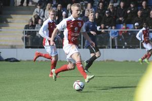 Marcus Hägg blev tremålsskytt för Sandvikens IF som vann med 7–2 mot Gälivare.