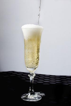 Skåla in 2012 med lite festliga bubblor – i stiliga glas.