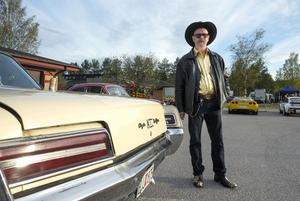 Göran Åsen hade sprillans nya kläder som matchade sin Chrysler -66