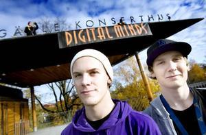 HOPPAS PÅ MER. Mattias Enberg, som studerar vid John Bauer gymnasiet och Gustav Mobacke, som startat en  mediabyrå, hoppas på inspiration och möta nya personer på Konserthuset.