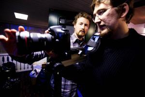 Filip Tegstedt och kameramannen Johan Malmsten, under inspelningen av filmen