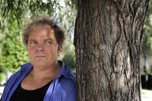 """Hyllad. 2005 fick Magnus William-Olsson Karl Vennbergpriset för sin diktning. Nu är han aktuell med """"Ingersonetterna"""" som utgår från hans alzheimersjuka mors liv."""
