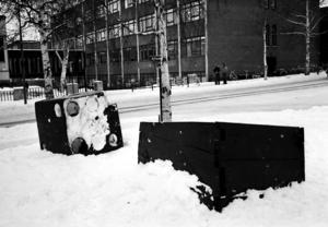 """En vinternatt 1977 blev konstverket """"Sjunken tärning"""" vandaliserat."""