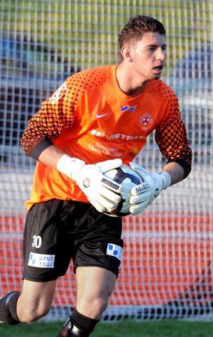 Allsvenska ögon på sig. Enligt agenten Patrick Mörk är flera allsvenska klubbar intresserade av Köping FF:s målvakt Mehdi Khalils tjänster.