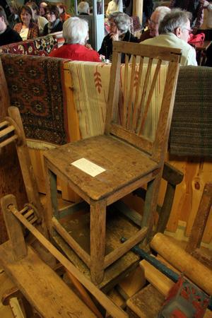 I dödsboet fanns en stol som tidigare ägts av Anna Mansdotter. Hon var den sista kvinnan som avrättades i Sverige den 7 augusti 1890.