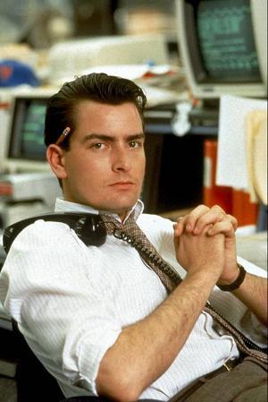 Bildtext 3: Då: Charlie Sheen spelade den unge ambitiöse Wall Street-mäklaren Bud Fox i