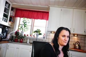 """""""Allting blev upp och ner"""", berättar Anna-Karin Tjernmon om att hon fick reda på att hon hade en okänd halvsyster när hennes pappa dog."""