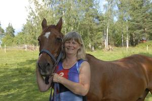 Louise Tysklind, distriktskonsulent på Dalarnas ridsportförbund, menar att de flesta har råd med ridning och kanske till och med en egen häst.
