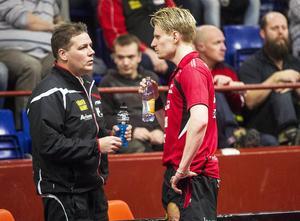 Tränare Peter Blomqvist och Hampus Nordberg har en del att skruva på till måndagens retur.
