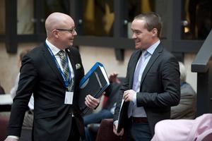 Björn Söder och Kent Ekeroth (SD) trivs på partiets landsdagar.