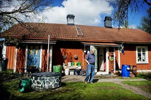 Här i Högåsen trivs Inger och Rolf Rondahl bra. De har lagt ned mycken möda på att bevara huset som det varit.