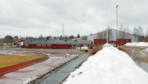 Omklädningsrummen vid Strömsvallen är rejält undermåliga och nu vädjar IFK Strömsund till kommunen att en renovering sker. Eftersom de ser en stor potential för området vid Strömsvallen, Dunderhallen och Hjalmar Strömerhallen skulle de helst se en flexibel byggnad som kan nyttjas på flera sätt av många.