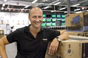 """bättre än tidigare. """"Vi är nöjda med utvecklingen. Det har gått bättre än tidigare och bättre än när vi höll till på andra sidan riks 80"""", säger Stefan Nyberg, chef för hemelektronikkedjan Experts butik"""
