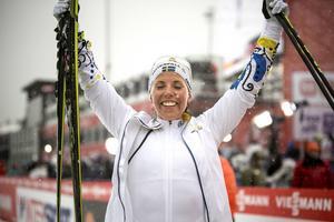 Charlotte Kalla knockade alla konkurrenter och tog VM-guld.