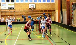 """Mål. Fyra mål blev det Kopparberg. Sista perioden vann laget med 2-1. """"De gör sin kanske bästa match"""", säger Dahlström."""