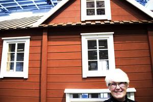 Arkitekten och författaren Ann-Sofie Jeppson från Göteborg köpte ett torp i Kalvhaga för fem år sedan. Snart kommer hennes barnbok som rör sig i den hälsingska geografin.
