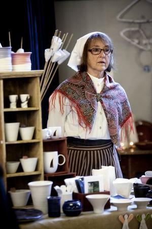 Eleonore Sellin från Hälle hade med sig bruksföremål i drejad och kavlad keramik.