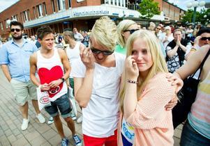 Syskonen Tobias Norman och Emma Gilliam gråter av glädje. Det här hade de aldrig vågat tro om Söderhamn.