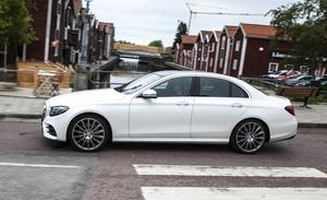 Med stora 20-tumshjul, panoramatak och AMG-styling drar nya E-klass snabbt åt sig blickarna.