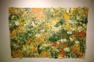 Mari Vedin Laaksonen visar en säker målarhand på Remi, med både abstrakta motiv...