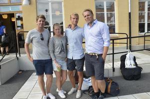 Ola Noreklint, Emma Nilsson, Jonathan Hertin och Robert Falck. Klev på i Stockholm och Katrineholm.